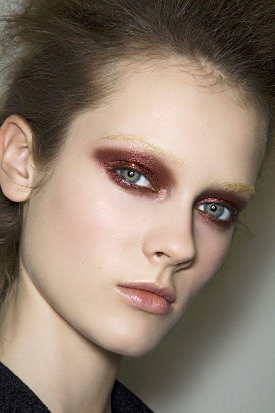 burgundy glittery eye at prada fall 2009