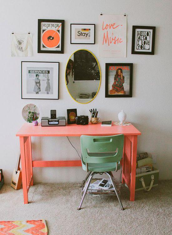 O charme dos detalhes em verde água. Mais ideias nesse link: www.casadevalenti.... #charm #color #interior #design #decoracao #casa #verde #cor #office #homeoffice #escritório #casadevalentina