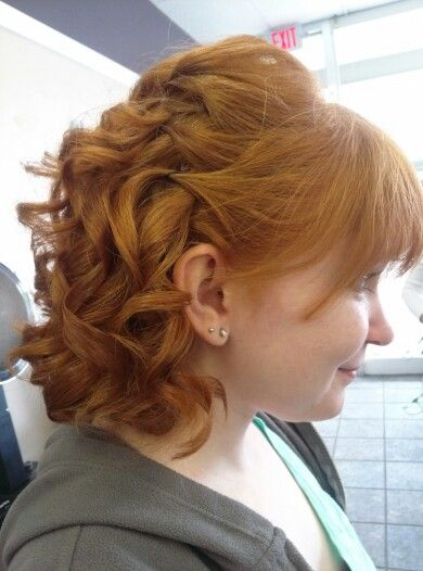 Half up hair style. Wedding hair. Curls