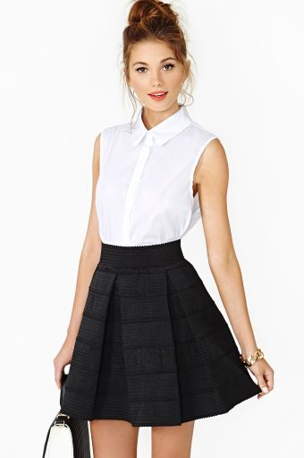 Aria Pleated Skirt cute and simple black & white