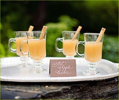 פנקו את האורחים עם סיידר תפוחים חם בחתונה שלכם