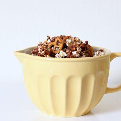 Chocolate Pretzel Popcorn. oh my, this sounds sooo goood ;)