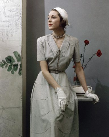 Pale hued 1940s daywear elegance. #vintage #fashion #1940s #dress #hat