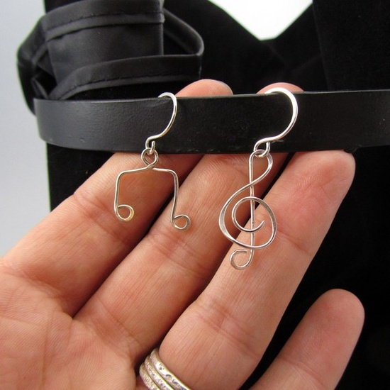 Cute! I would want matching pairs though. Yet another reason to get into wire jewelry; these would be so easy to make.
