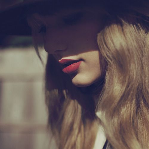 """Taylor Swift's photoshoot for """"Red"""""""