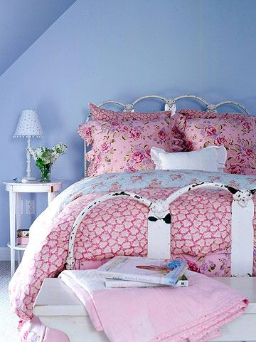 pretty! shabby pink bedroom
