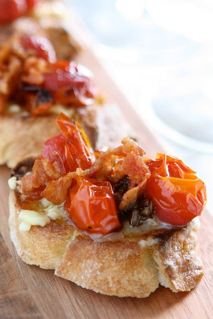 Bacon and Tomato Crostinis by thehungryhousewife #Appetizer #Crostini #Bacon #Tomato