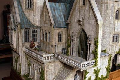 Hogwarts dollhouse!......WHAT?!