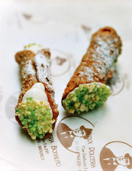 Wanna be ate: Cannoli with Ricotta & Pistacchio