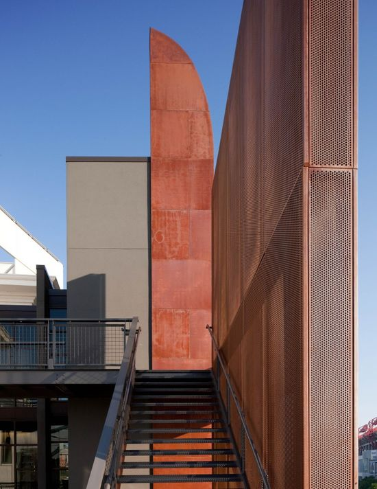 The Bridge Building / Hastings Architecture Associates