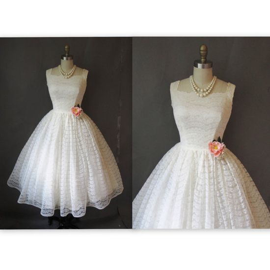 1950's Scalloped Lace Antique White Ivory Tea Length Wedding Dress. love!