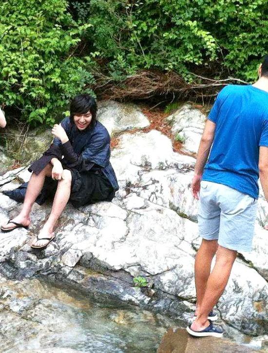 "Lee Min Ho takes a break from filming ""Faith"""