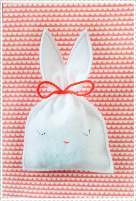 DIY felt bunny candy pouch