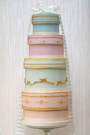 Vintage hat box wedding cake.