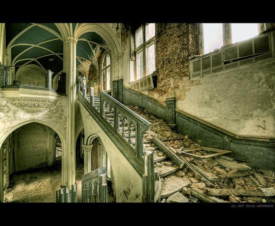 Castle of Miranda by David Herreman