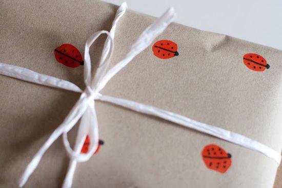 UKKONOOA: DIY ladybird gift wrap