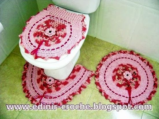 Pink and red bathroom decor ?LCB? with diagrams