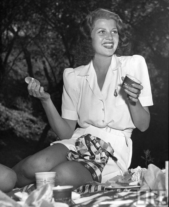 Rita Hayworth looking stylish as always, 1940.