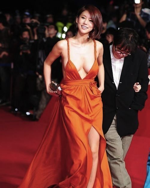 Oh In-Hye was a little known South Korean actress until she dawned a red plunging neckline dress and walked the red carpet at the Busan International Film Festival (BIFF). Photos of her amazing sideboob exploded across the #Korean Films Photos
