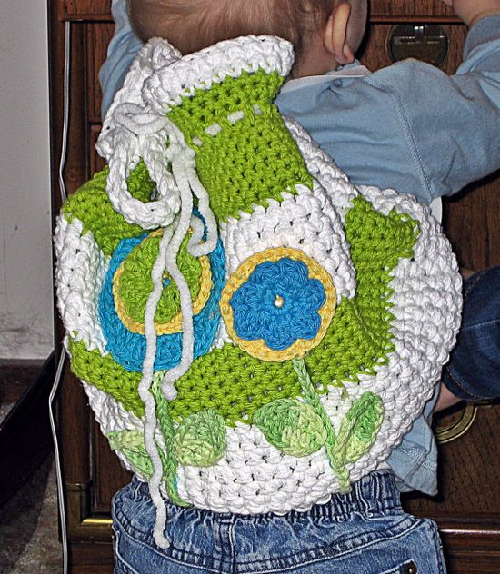 Crochet Backpack with Green Trim   HandmadeByAnnabelle  #crochet  #handmade