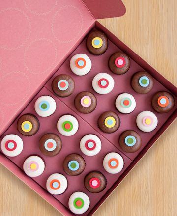 Cupcakes from Sprinkles bakery. Simple and fun design.