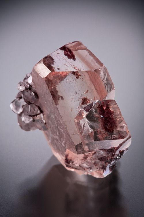 Twinned Dolomite with Hematite inclusions - Brazil