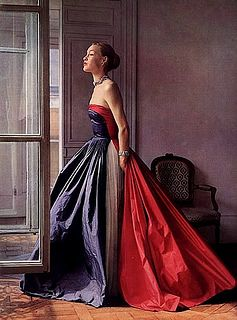 A classic trio of hues often seen in world flags come together in this striking, strapless 1950s evening gown. #vintage #1950s #fashion #dress