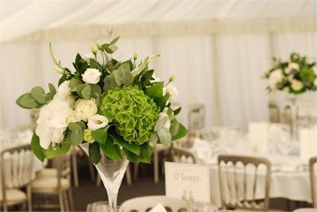 Crisp green and white wedding decor - perfect for a wedding in the Spring