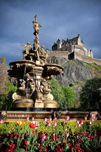 the queen street fountain with edinburgh castle in the background,Scotland