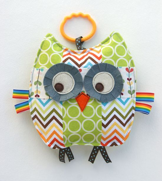 Rupert the Patchwork Owl Crinkle Toy. How cute are the prints and colors? I love the retro feel of the chevron and dot patterns. So cute. Great as a toy or nursery decor. Source: www.etsy.com/...