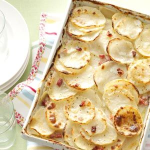 6 tablespoons butter, divided 1/4 cup all-purpose flour 1 teaspoon dried parsley flakes 1 teaspoon salt 1/2 teaspoon dried thyme 1/4 teaspoon pepper 3 cups 2% milk 6 cups thinly sliced peeled potatoes 1-1/2 cups chopped fully cooked ham 1 small onion, grated