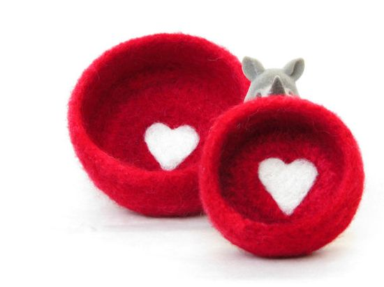 Red Felt storage   Cozy little vessel with heart by theYarnKitchen, $32.00