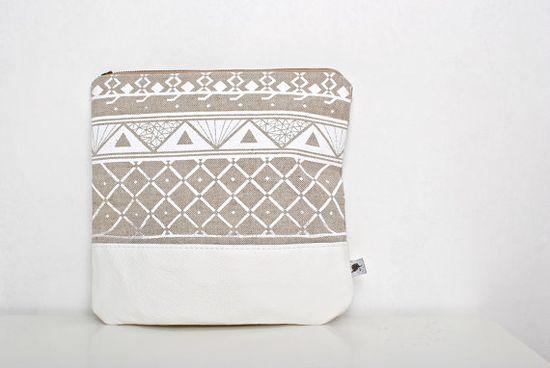 FREE SHIP Triangle Printed Leather Pouch white par Corium sur Etsy, $52,00