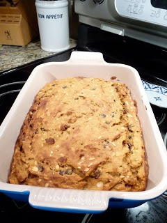 healthy pumpkin bread: made with pumpkin, banana, applesauce, whole wheat flour, and oats. no added sugars or oils :)