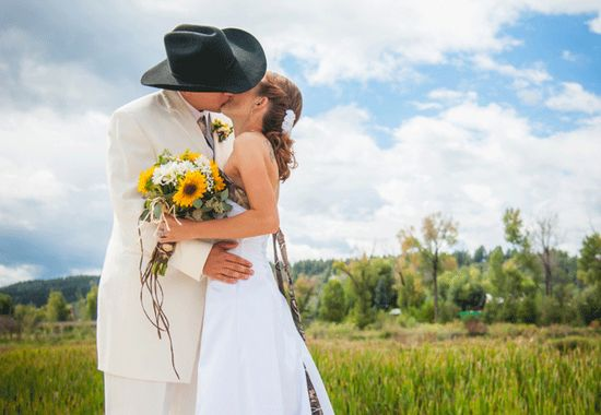READ: Would You Wear A Camo Wedding Dress? This Bride Did!