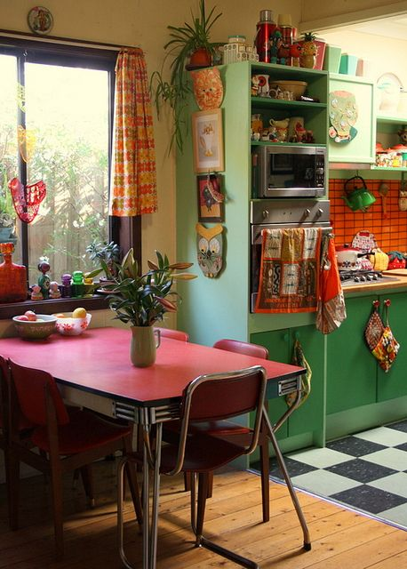 Retro kitchen...I love the green and red together