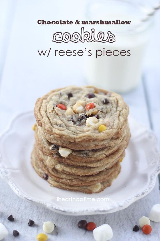 Chocolate marshmallow #cookies w/ reese's on iheartnaptime.net ...YUM