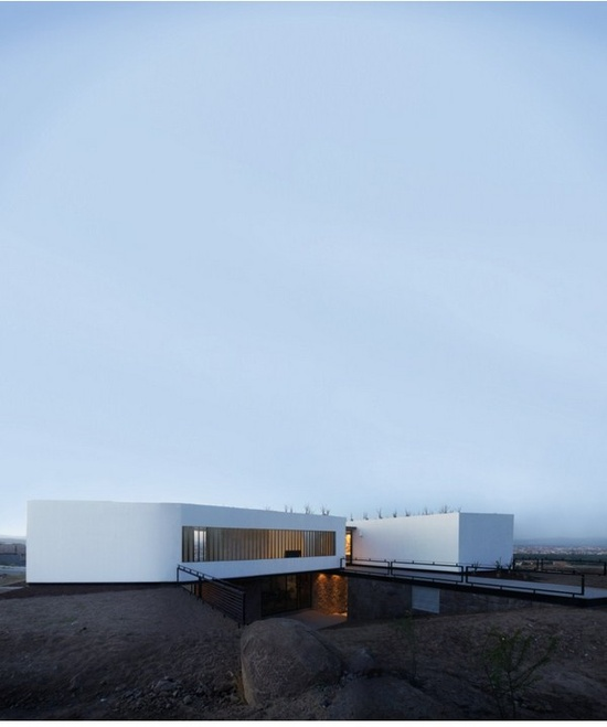 Acill Atem House / Broissin Architects