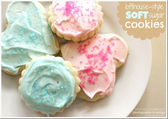 Lofthouse-Style Soft Sugar Cookies - mama?miss
