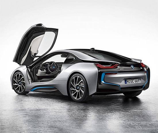 BMW i8 Plug-In Hybrid Is An Eco-Conscious Supercar