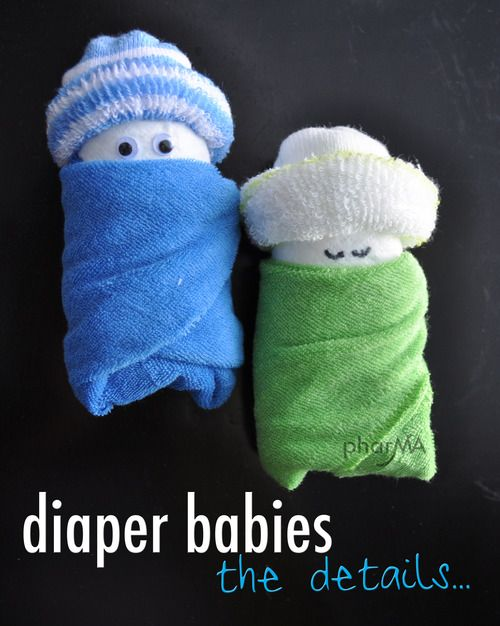 DIY Diaper Babies: Made with diapers, wash cloths, and baby socks. Adorable filler for a gift basket or to decorate the shower gift/food tables. And super easy to make!