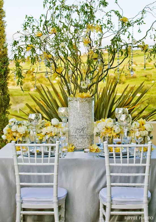 Tablescape  yellow & gray.