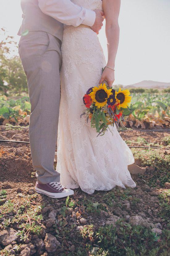 sunflower bouquet www.weddingchicks...