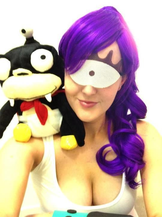 Dress up as Fry and Leela.