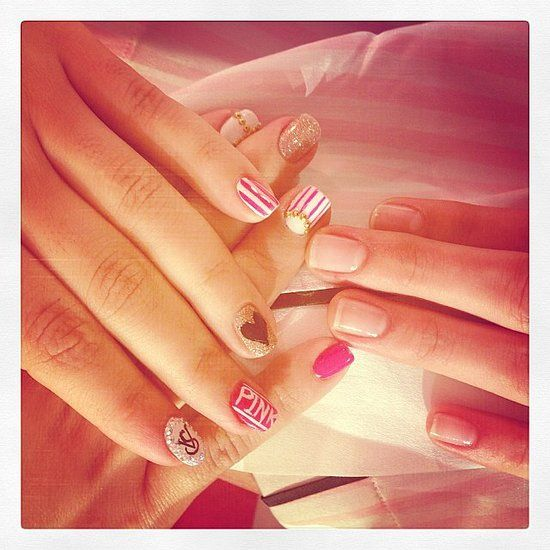 @Victoria's Secret model Barbara Fialho showed off her gorgeous VS-inspired manicure backstage at the show!