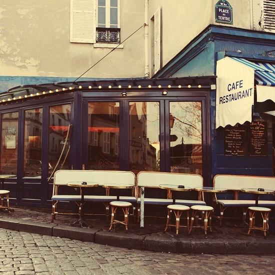 Corner cafe in Montmartre