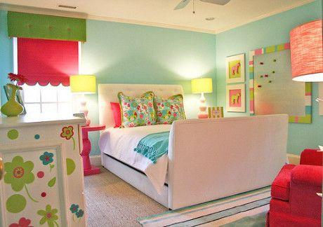 Bright bedroom decor idea