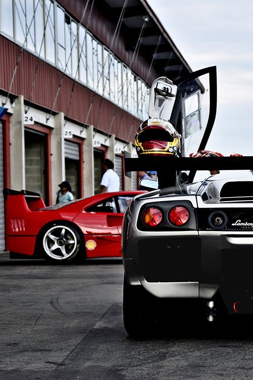 Follow for more awesomeness! Lambroghini DIablo and Ferrari F40