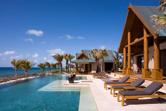Indulge-Yourself-in-Paradise-the-Super-Deluxe-Private-Nandana-Resort-Bahamas_01