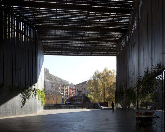 Espacio Público Teatro La Lira / RCR Arquitectes